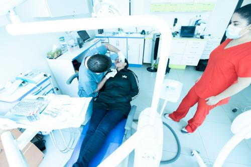 dr-moguel-works-with-patient-in-mexico-city-dental-clinic