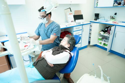 mexico-city-dental-clinic-photo-with-patient